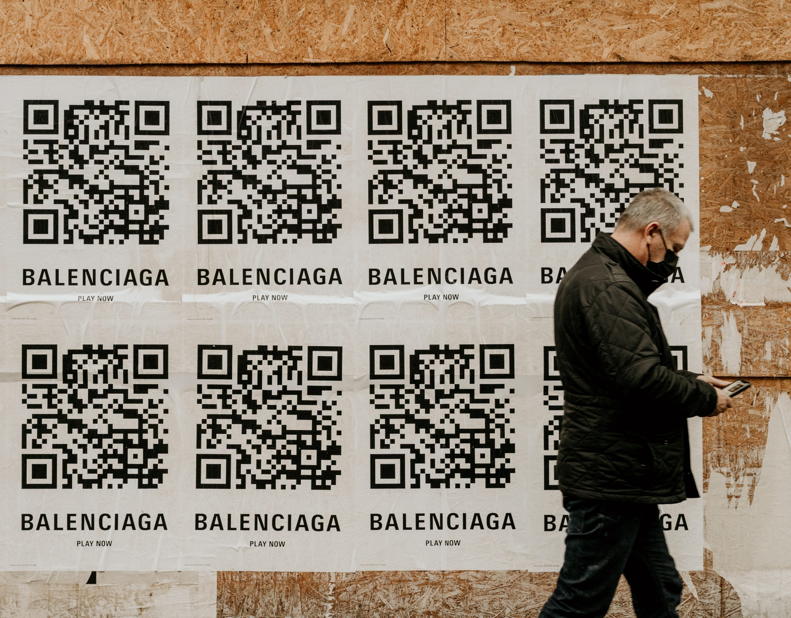 HOW TO ELEVATE YOUR BRAND EXPERIENCE WITH QR-CODES | Fiona Gobbo Creative | QR-codes are a great tool to extend your marketing efforts or elevate your luxury brand experience